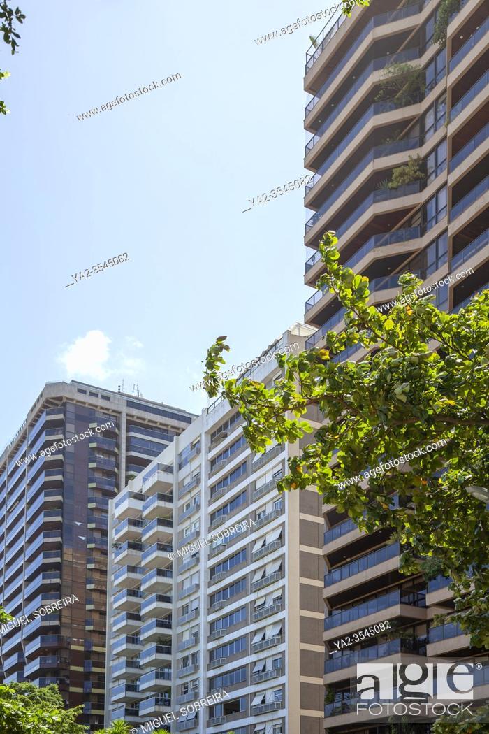 Imagen: Apartments along R. Prudente de Morais in Ipanema, Rio de Janeiro - Brazil.