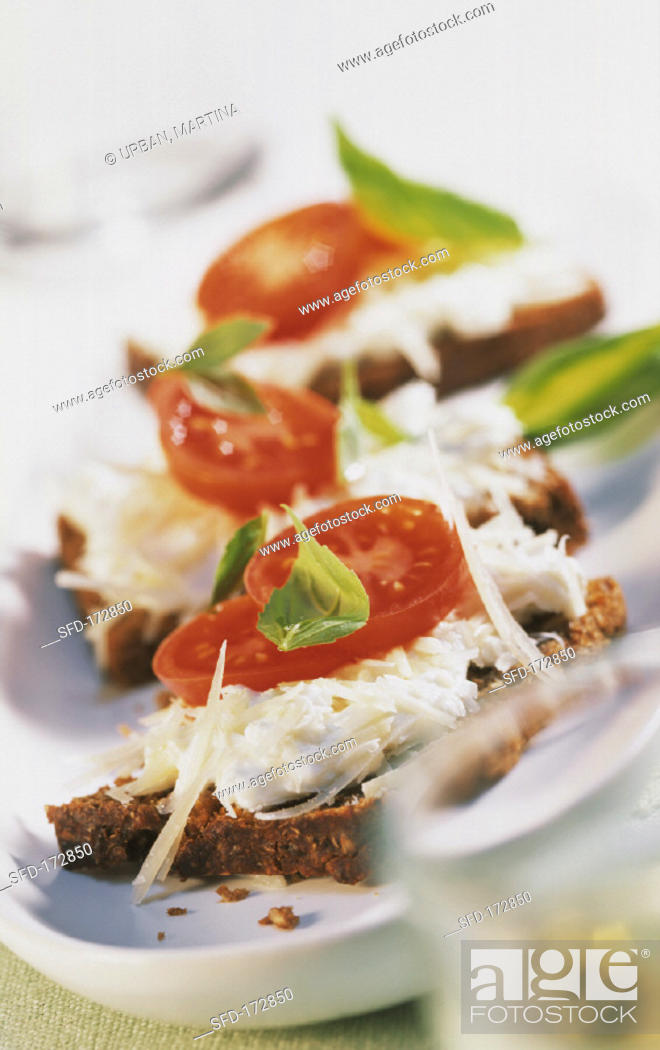 Stock Photo: Wholemeal bread with cheese mousse and tomatoes.