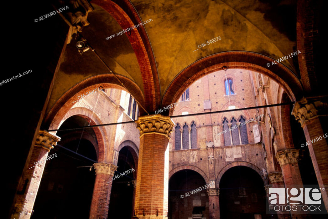 Stock Photo: Courtyard of the 'Podestà' (governor), Palazzo Pubblico (seat of civil government). Siena. Tuscany, Italy.