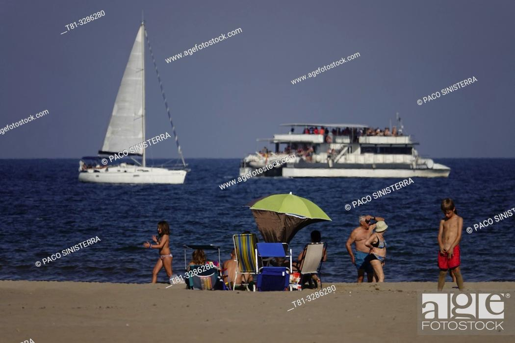 Imagen: People on the beach with boats on background. Malvarrosa Beach, Valencia, Spain.