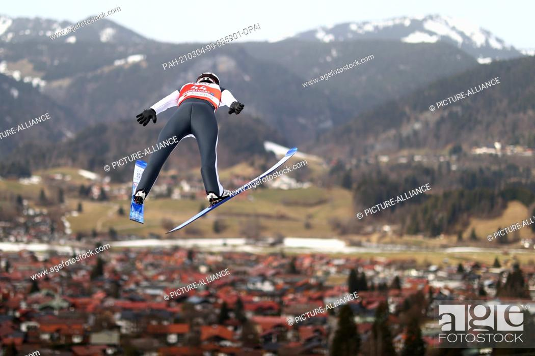 Imagen: 04 March 2021, Bavaria, Oberstdorf: Nordic skiing: World Championship, combined, individual, large hill/10 km, men, jump.