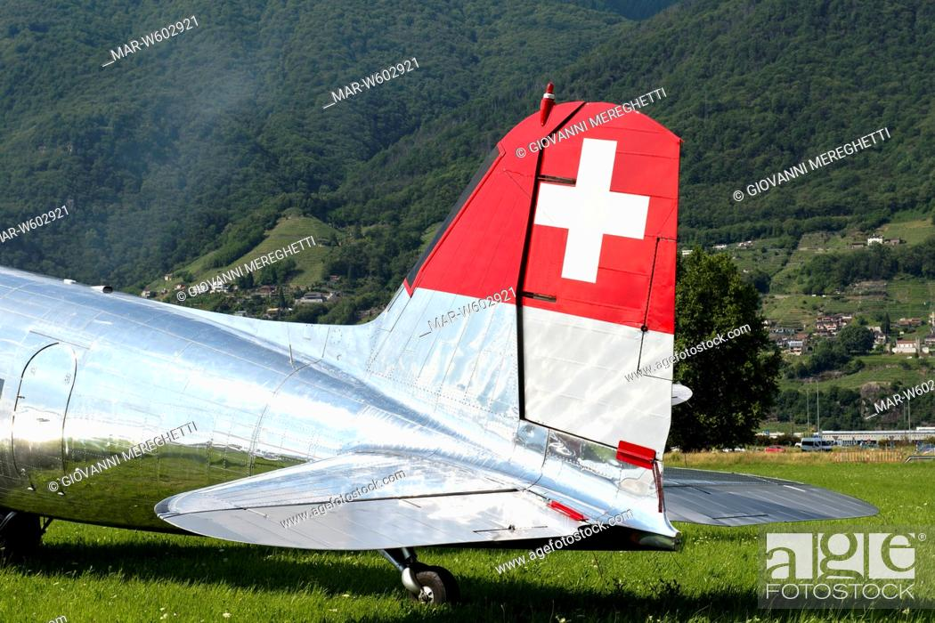 Stock Photo: swissair, airshow cielo aperto, locarno, switzerland.