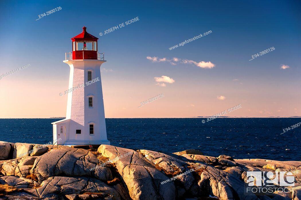 Photo de stock: Peggy's Point Lighthouse, Nova Scotia, Canada.