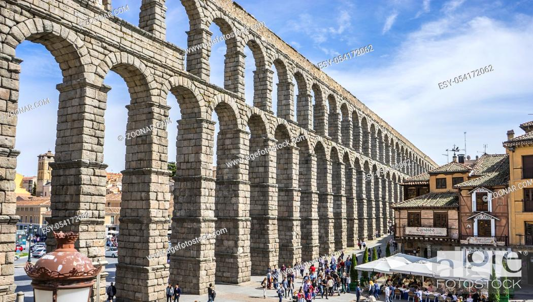 Imagen: Ruin, Roman aqueduct of segovia. architectural monument declared patrimony of humanity and international interest by UNESCO. Spain.