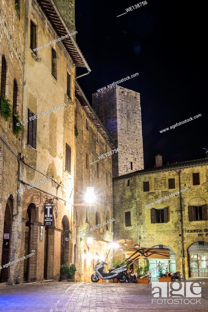 Stock Photo: Piazza of Cisterna, SanGimignano, Medieval Village, Tuscany, Italy.