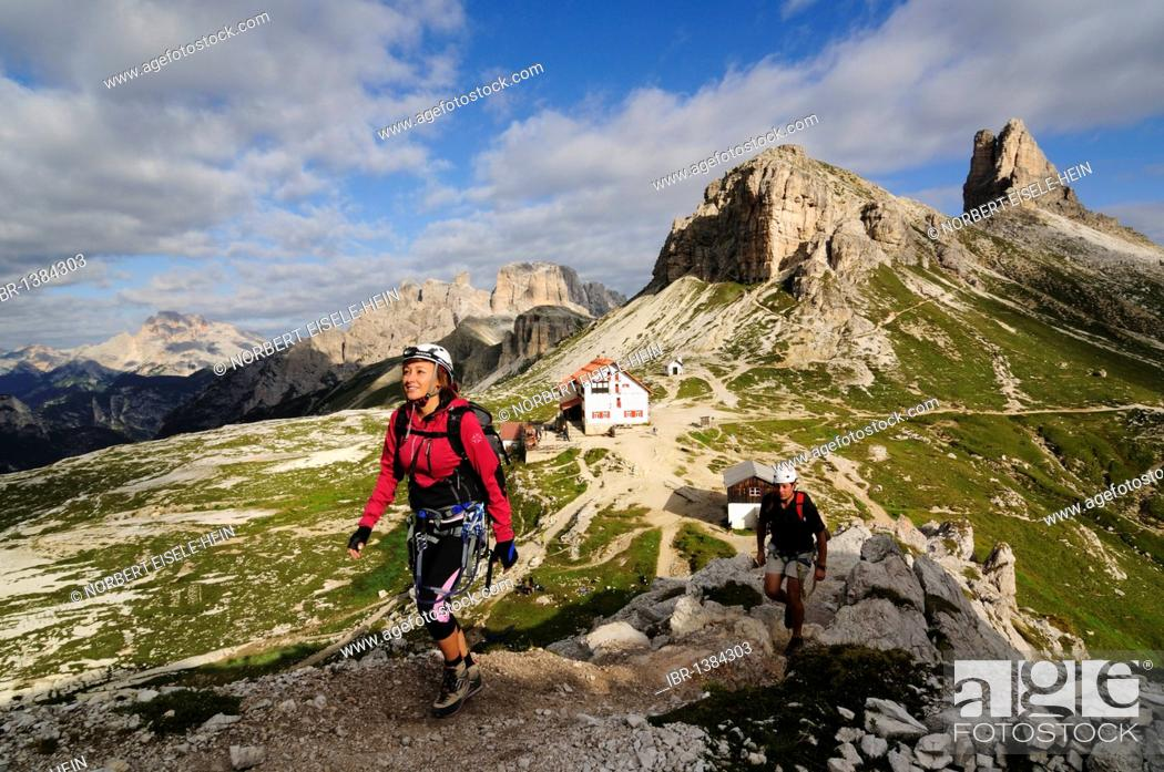 Stock Photo: Climbers at a via ferrata tour to Mt. Paternkofel, Hochpustertal, Sexten Dolomites, South Tyrol, Italy, Europe.