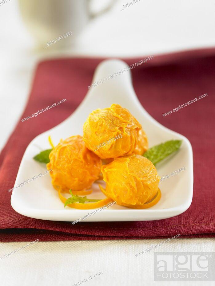Stock Photo: Bombones de chocolate y naranja / Chocolate and orange bonbons.