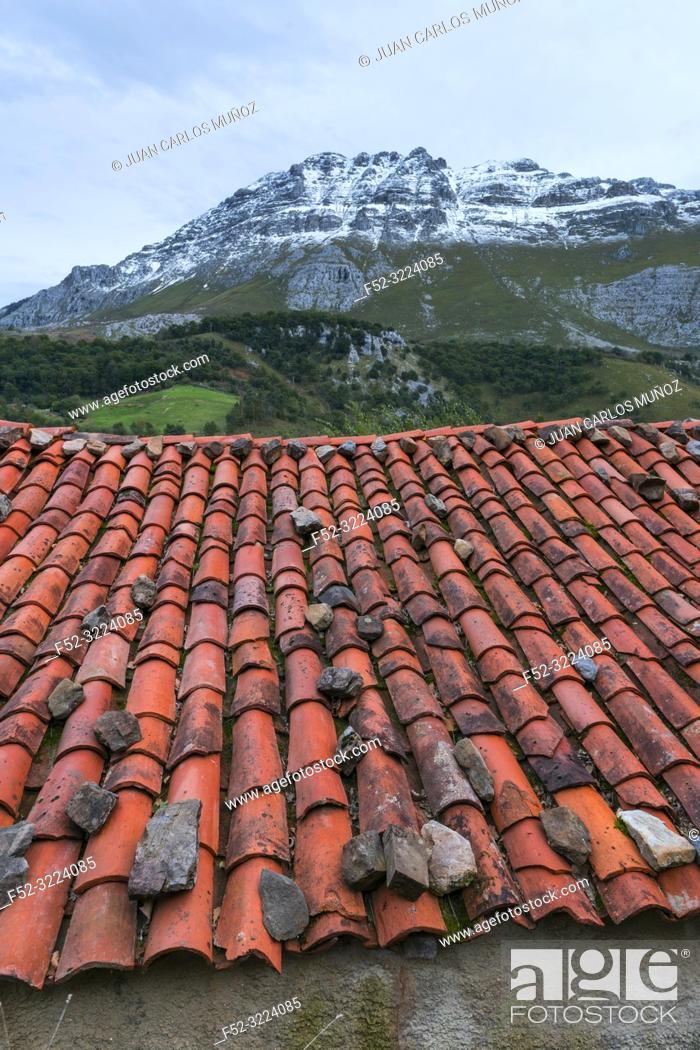 Stock Photo: Socueva, Arredondo, Valles Pasiegos, Cantabria, Spain, Europe.