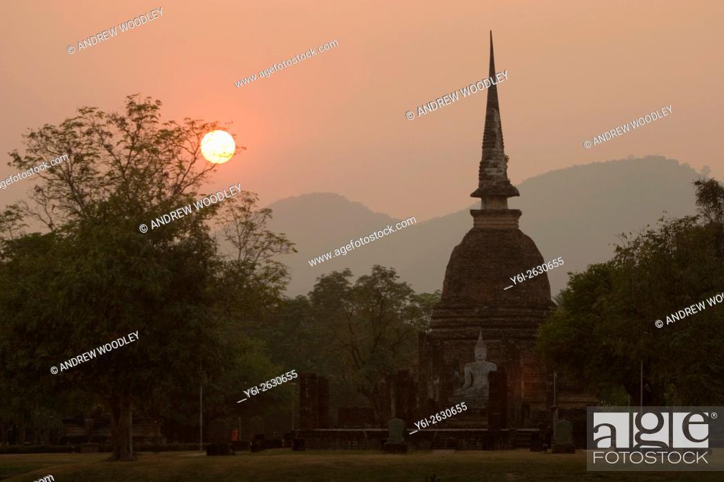Stock Photo: Wat Sa Si sunset view Sukhothai historic temples park Thailand.