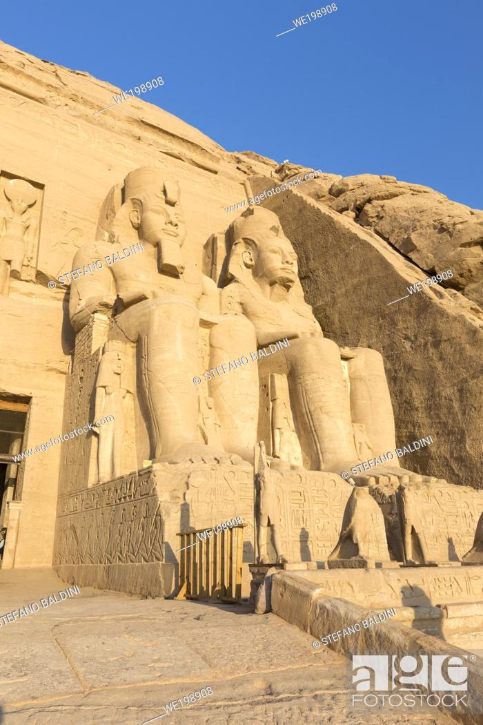 Imagen: Colossal statues at the great temple of Ramesses II, Abu Simbel, Egypt.