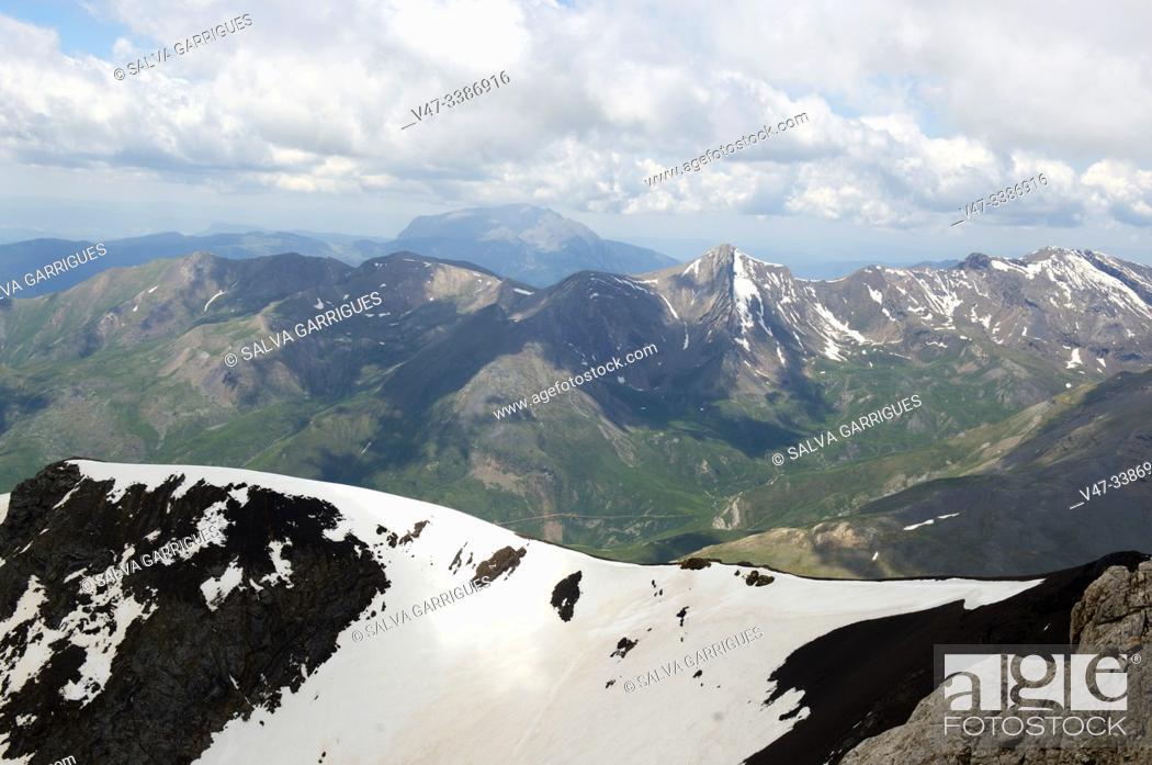 Stock Photo: Passage of the peak of Vallibierna, Huesca, Aragon, Spain.