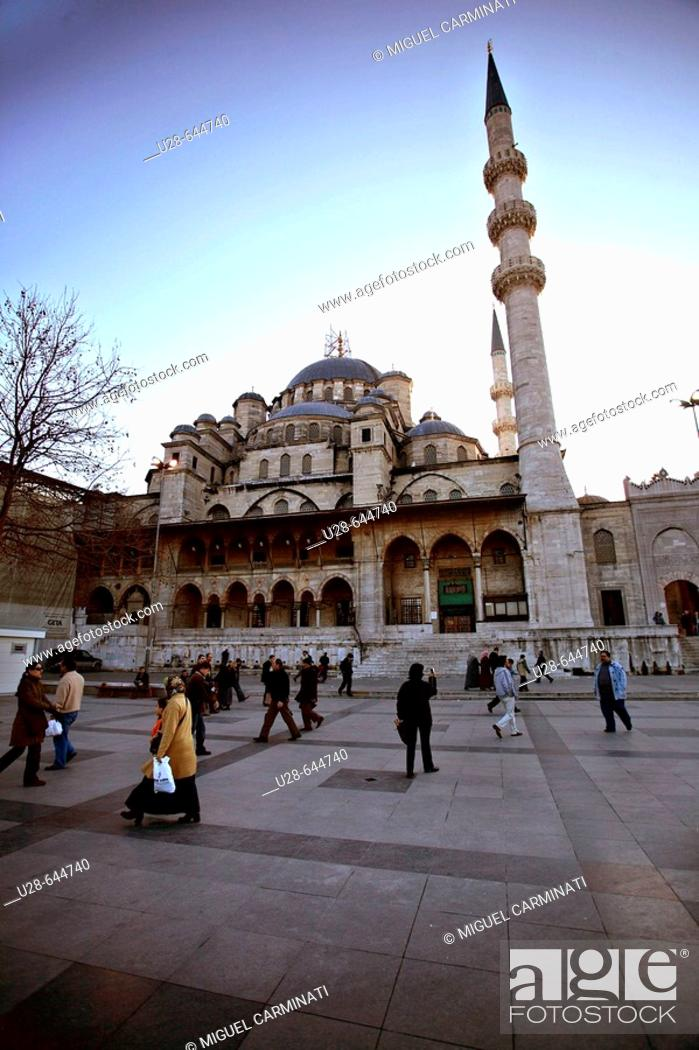 Stock Photo: Turkey, Istanbul. Yeni Cami (New Mosque / 1597-1663) located on Eminönü area, close to the historical city center of Sultanhamet.