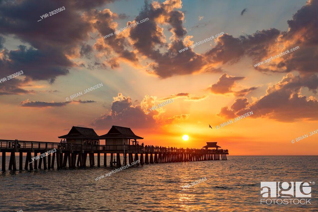 Stock Photo: Setting sun over the Naples Pier and Gulf of Mexico, Naples, Florida, USA.