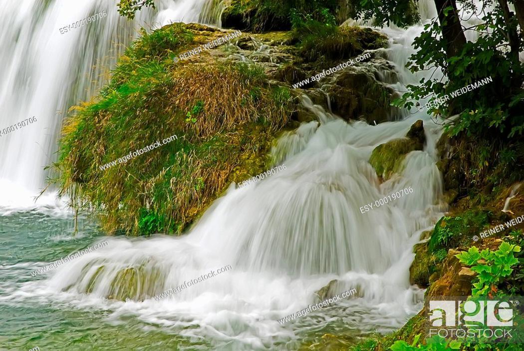 Stock Photo: Tobendes Wasser.