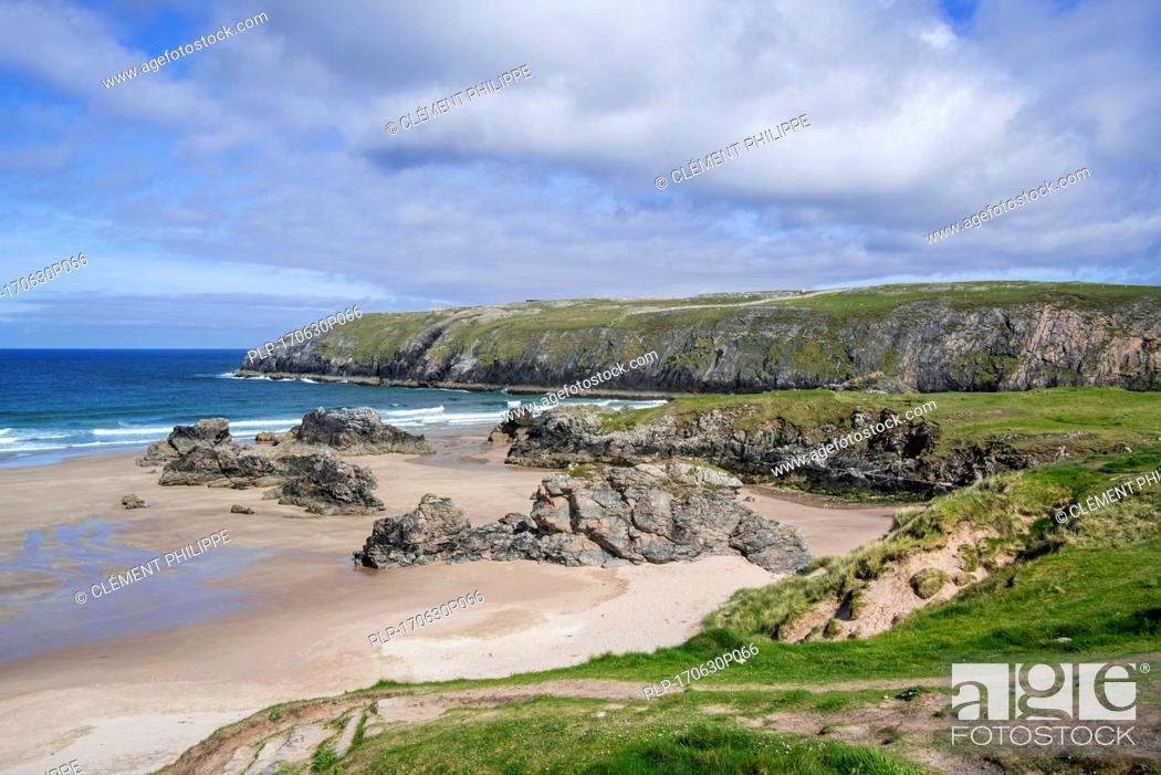 Stock Photo: Sandy beach with rocks near Durness, Sutherland, Scottish Highlands, Scotland, UK.