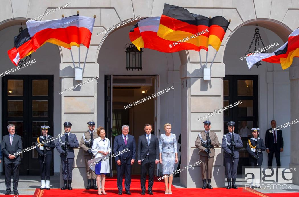 Stock Photo: dpatop - 05 June 2018, Poland, Warsaw: German Federal President Frank-Walter Steinmeier and his Wife Elke Büdenbender (l) are being greeted by Andrzej Duda (2.