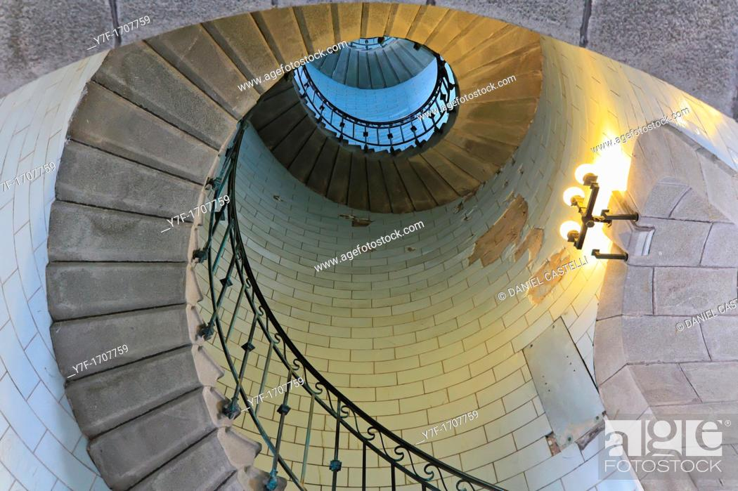Imagen: Angle shot of a lighthouse's spiral stair lighted by electric lamp, vortex.