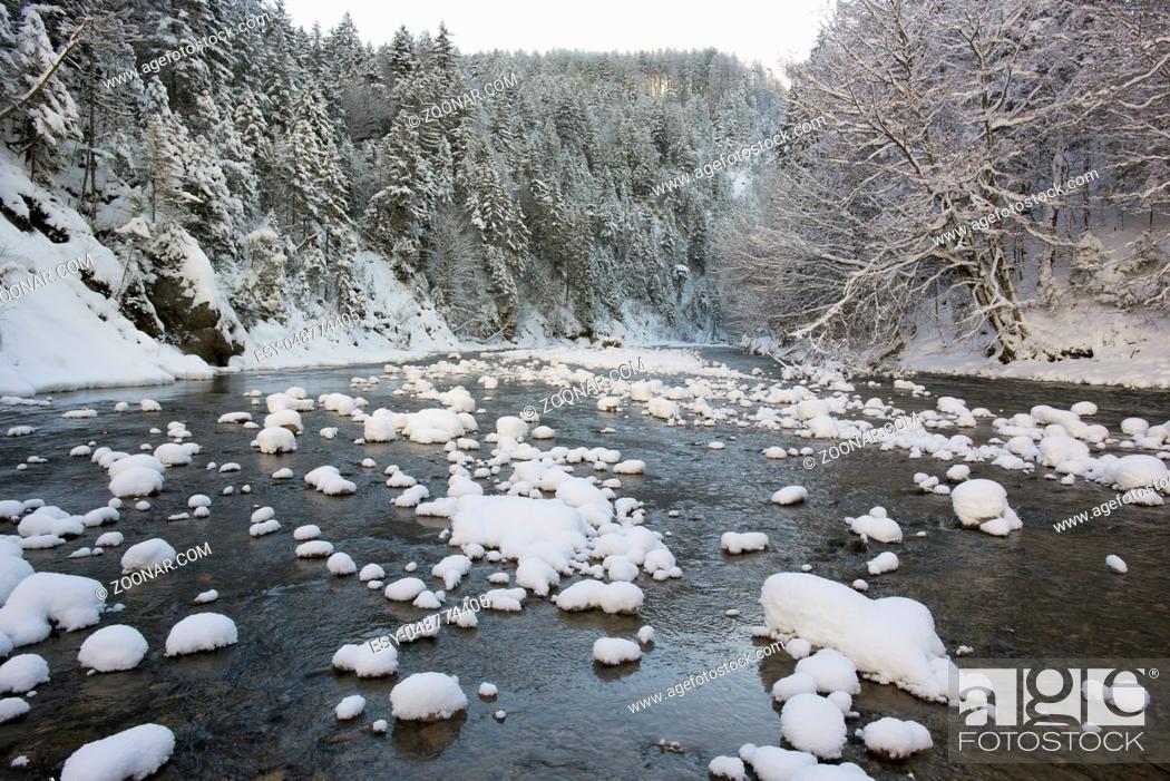 Stock Photo: Die Ammer im Winter mit Eis und Schnee.
