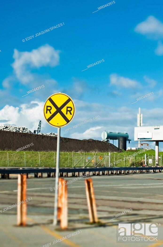Imagen: Railroad Crossing Sign.