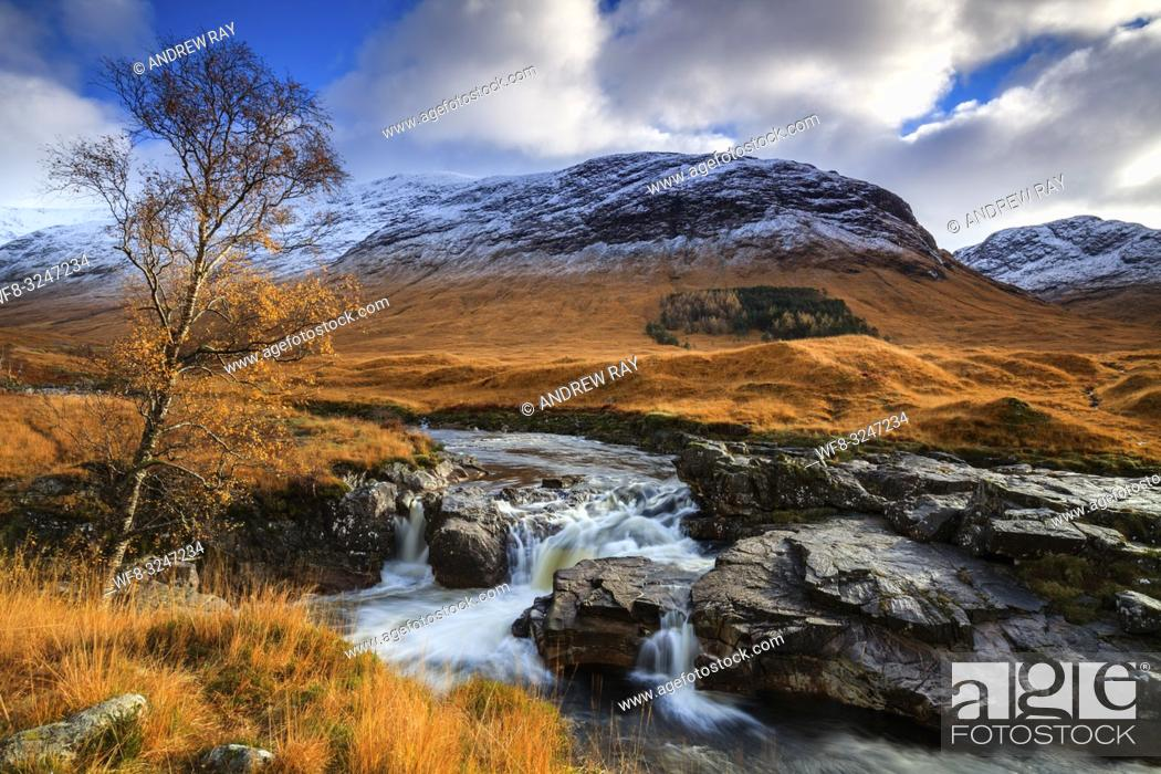 Imagen: A waterfall in Glen Etive in the Scottish Highlands, captured using a slow shutter speed on an afternoon in early November.