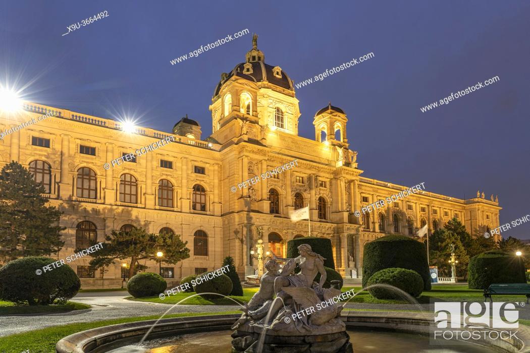 Stock Photo: Brunnen auf dem Maria-Theresien-Platz und das Naturhistorische Museum in Wien in der Abenddämmerung, Österreich, Europa | Fountain on Maria-Theresien-Platz and.