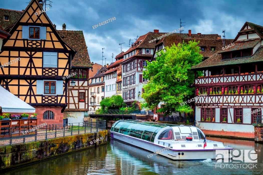 Stock Photo: Traditional colorful houses in La Petite France, Strasbourg, Alsace, France.