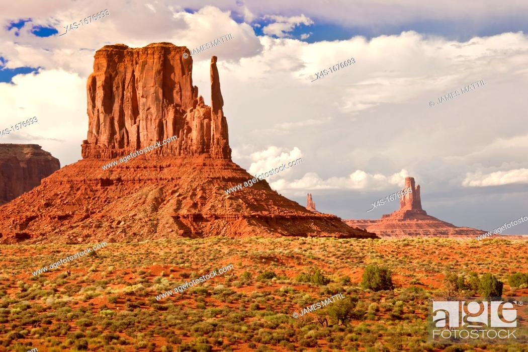 Stock Photo: Iconic western landscape in Monument Valley.