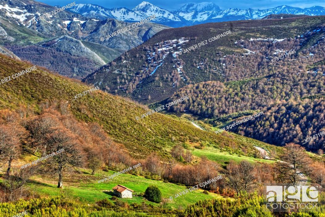 Stock Photo: Cordillera Cantábrica. Picos de Europa National Park. Leon Province. Castilla y Leon. Spain.
