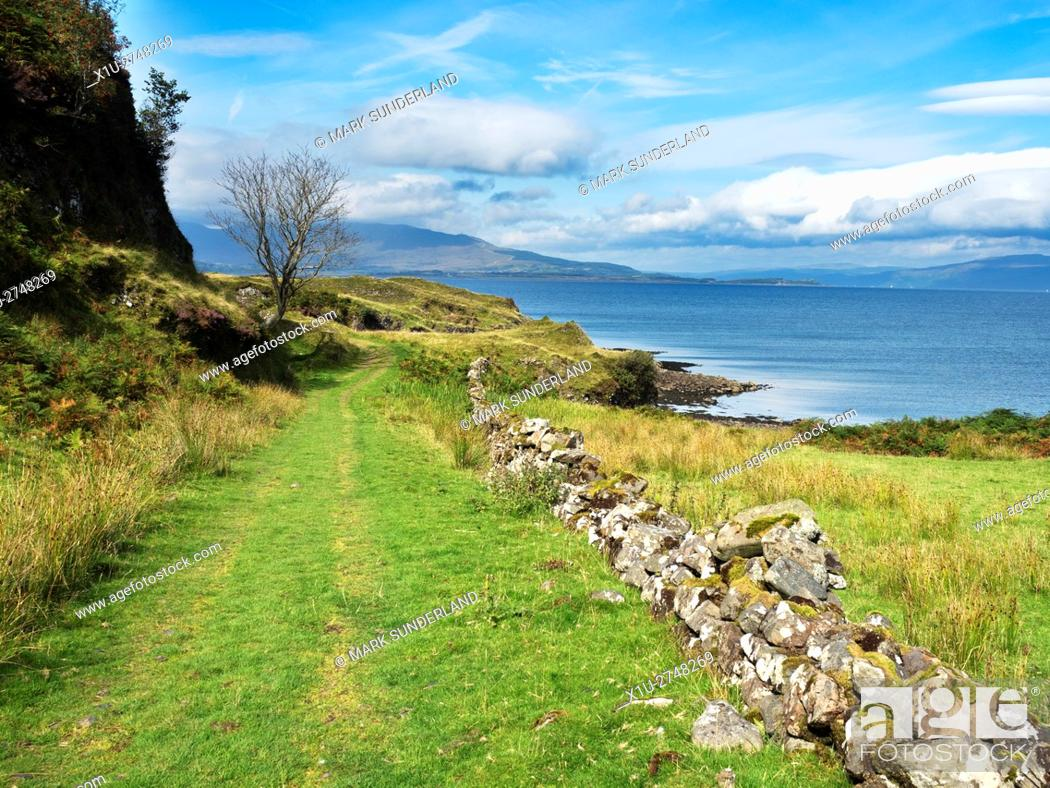 Imagen: Footpath by the Sea Isle of Kerrera Argyll and Bute Scotland.