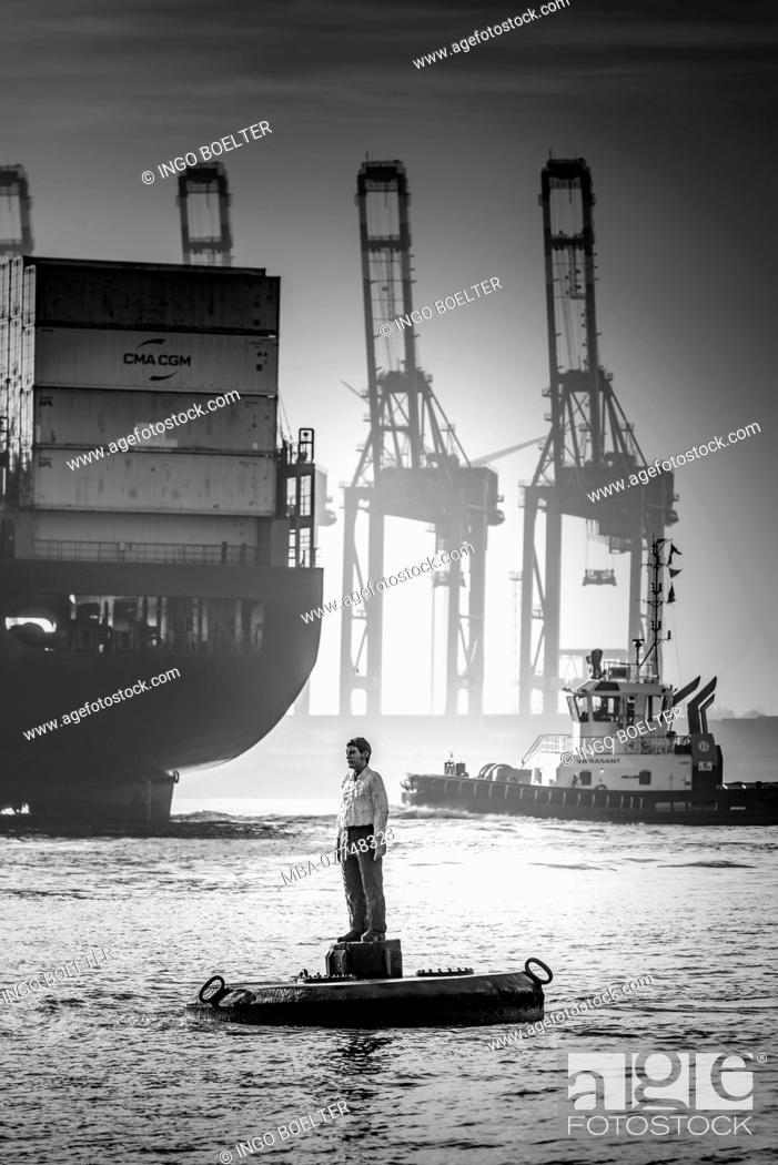Stock Photo: Germany, Hamburg, Övelgönne, the Elbe, harbour, art, man of the buoy.