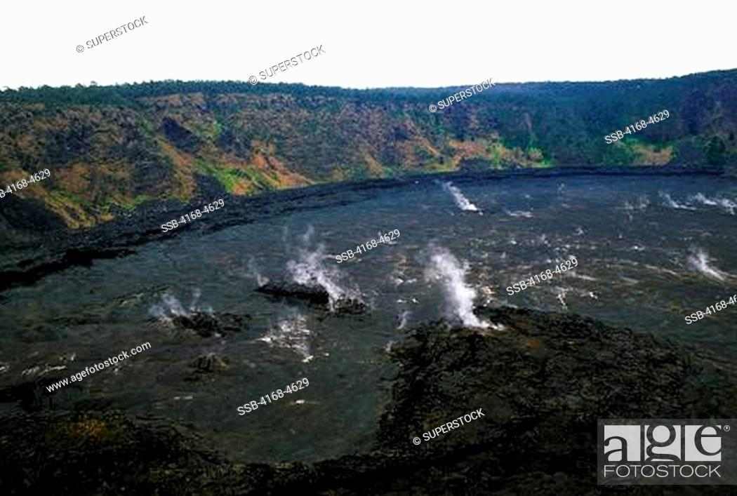 Stock Photo: USA, Hawaii, Hawaii Volcanoes National Park, Kilauea Iki crater.