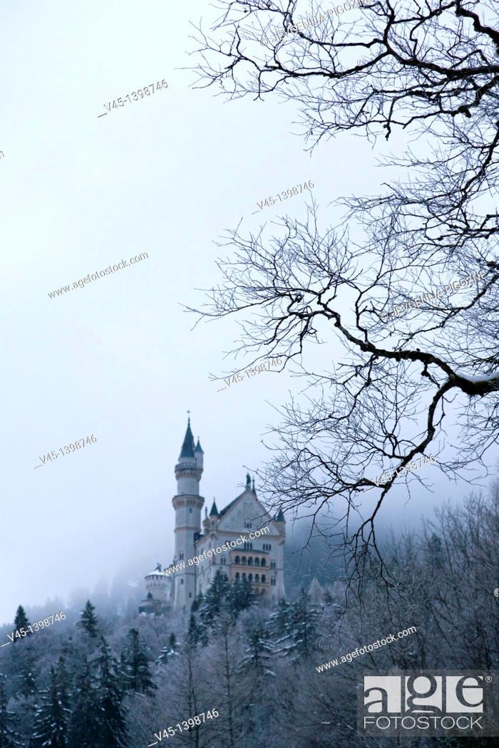 Stock Photo: Neuschwanstein Castle, Schloss Neuschwanstein, from Hohenschwangau village, Schwangau, Ostallgau, Bavaria, Germany, Winter.