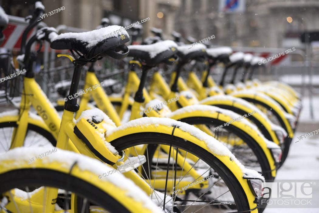 Imagen: Detail of yellow bikes in Milan after snowfall, Milan, Lombardy, Italy, Europe.
