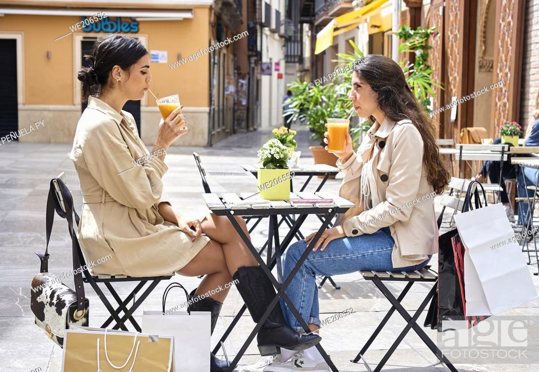 Photo de stock: Two young girls enjoying a morning of shopping.