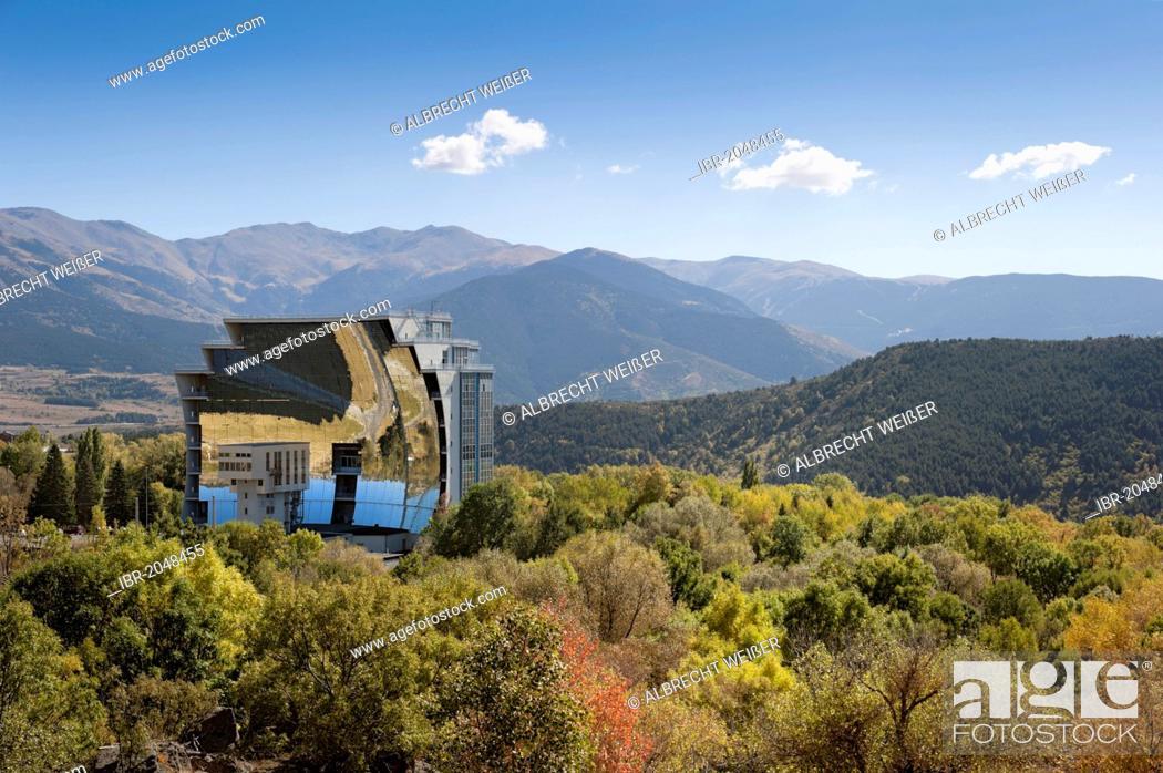 Imagen: Solar furnace, le Grand Four Solaire d'Odeillo, 1000 kW thermal power station, Font-Romeu-Odeillo-Via, Pyrénées-Orientales, Northern Catalonia, France, Europe.