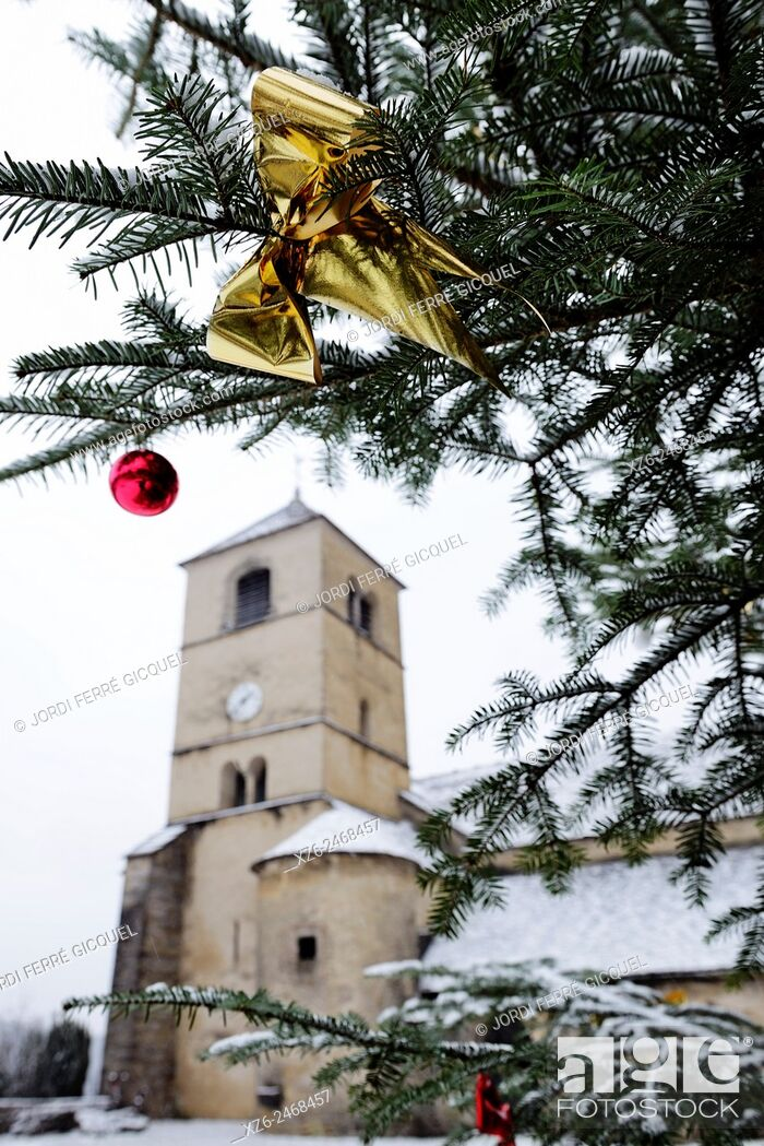 Stock Photo: Christmas tree in front of the Chateau-Chalon church, département du Jura, France, Europe.