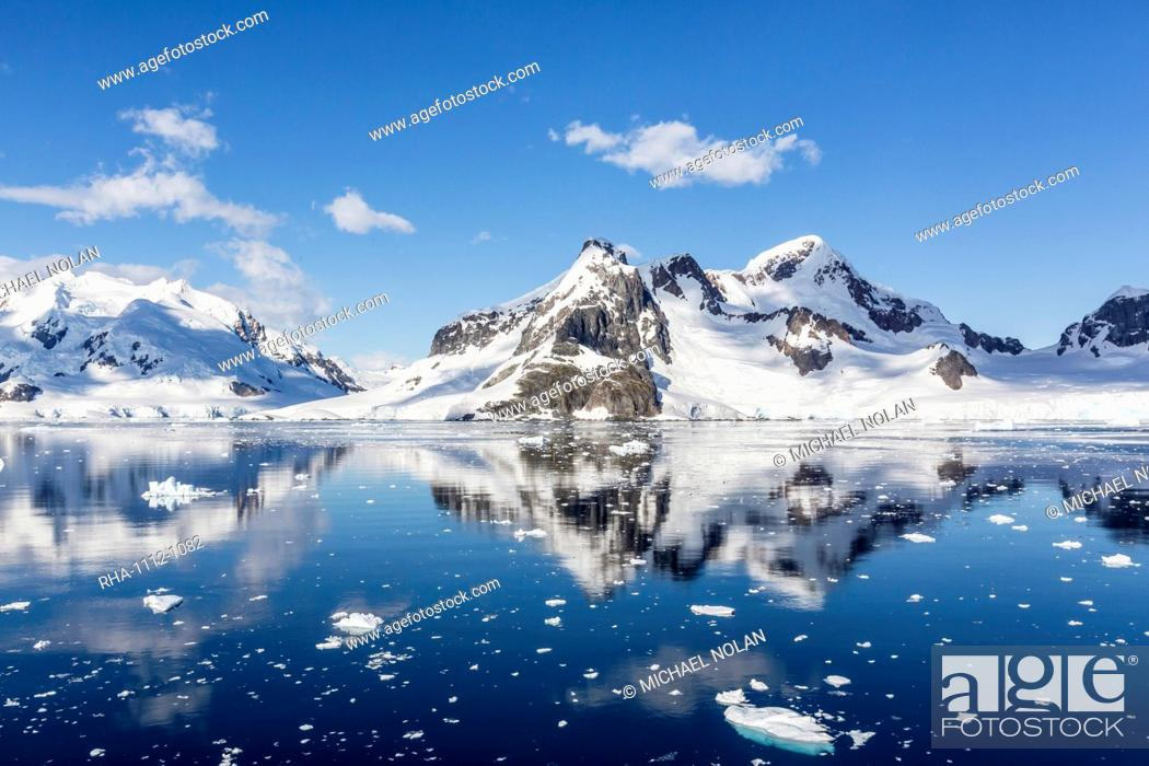 Imagen: Snow-capped mountains in the Errera Channel on the western side of the Antarctic Peninsula, Antarctica, Southern Ocean, Polar Regions.