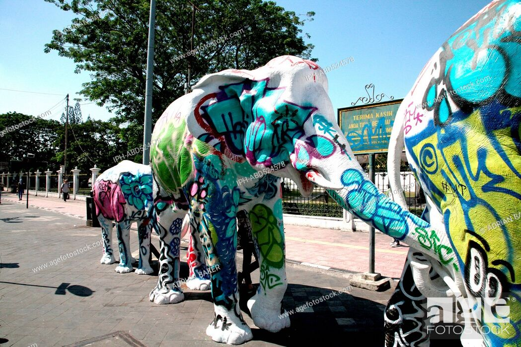 Imagen: Indonesia Central Java Yogyakarta Modern elephant sculpture.