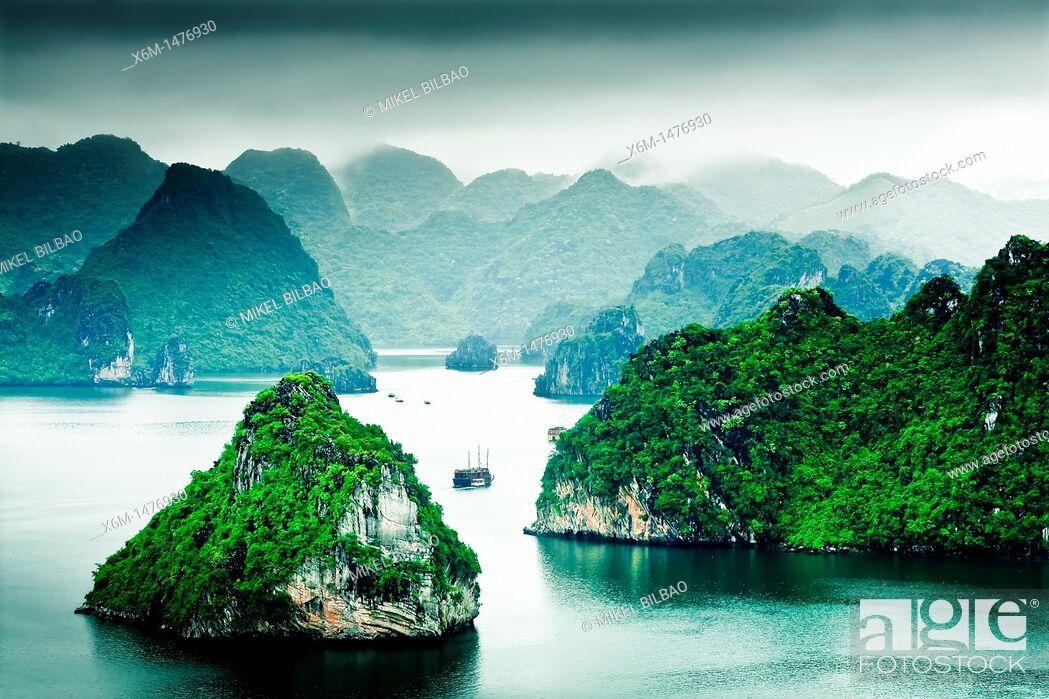 Stock Photo: Ha Long Bay  Qung Ninh province, Vietnam.