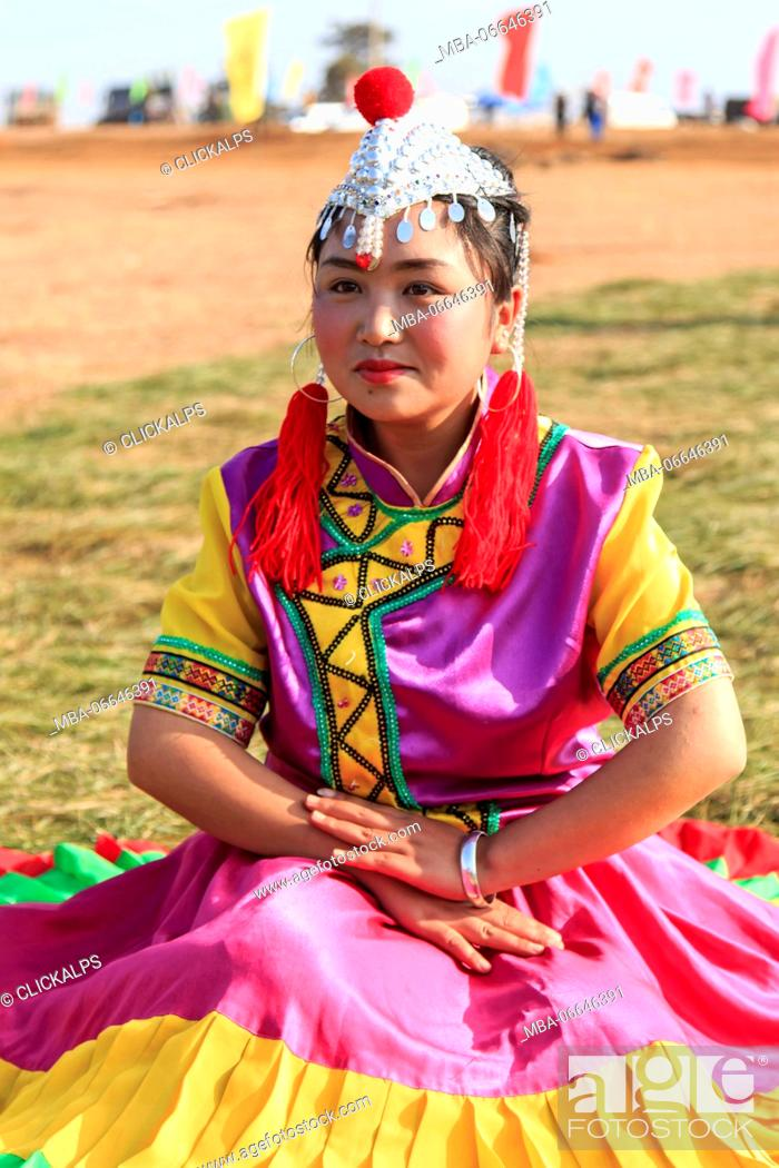 Stock Photo: Chinese girl in traditional Chinese clothing during the Heqing Qifeng Pear Flower festival, China.