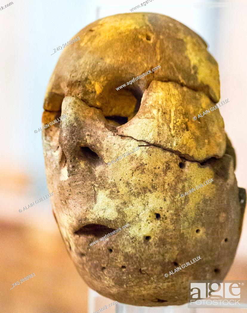 Stock Photo: Egypt, Cairo, Egyptian Museum, a painted clay head of an idol. Predynastic, Maadi culture, found in Merimde Beni Salame.