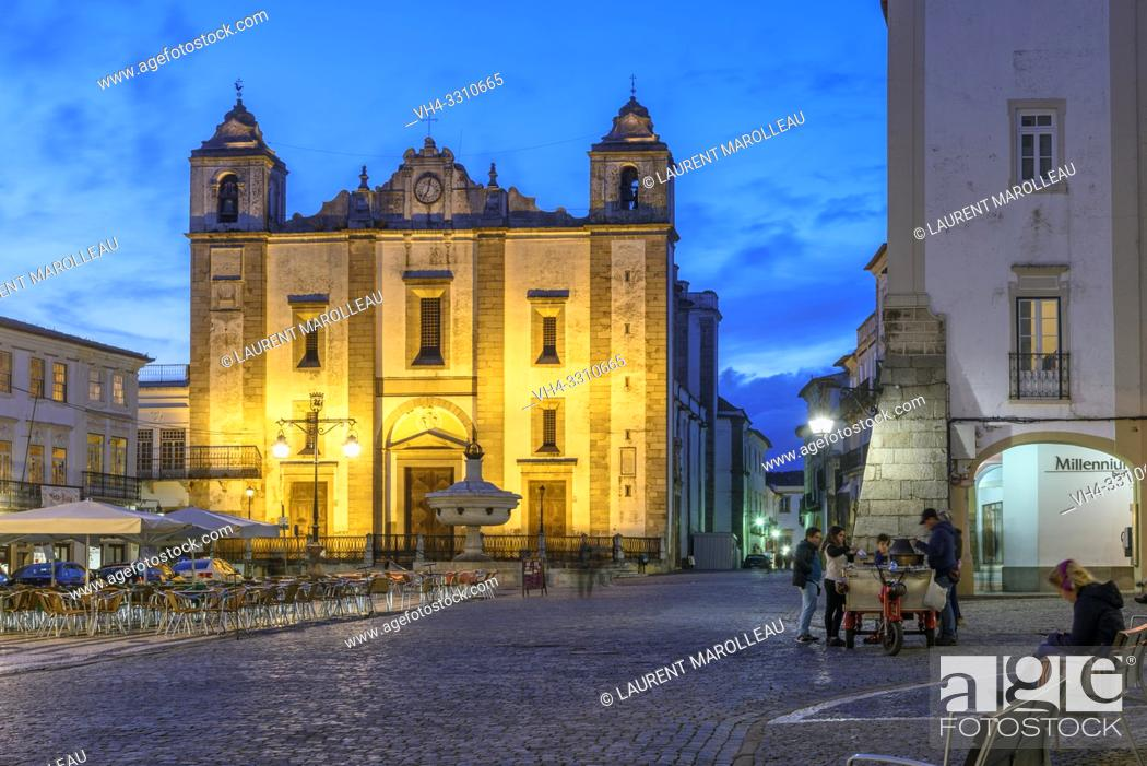 Stock Photo: Church of Santo Antao at Giraldo Square at Dusk, Evora, Alentejo Region, Portugal, Europe.