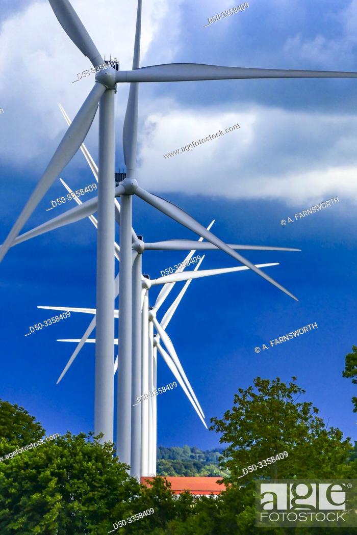 Imagen: Vendsyssel, Denmark. Wind turbines roaring across the landscape.