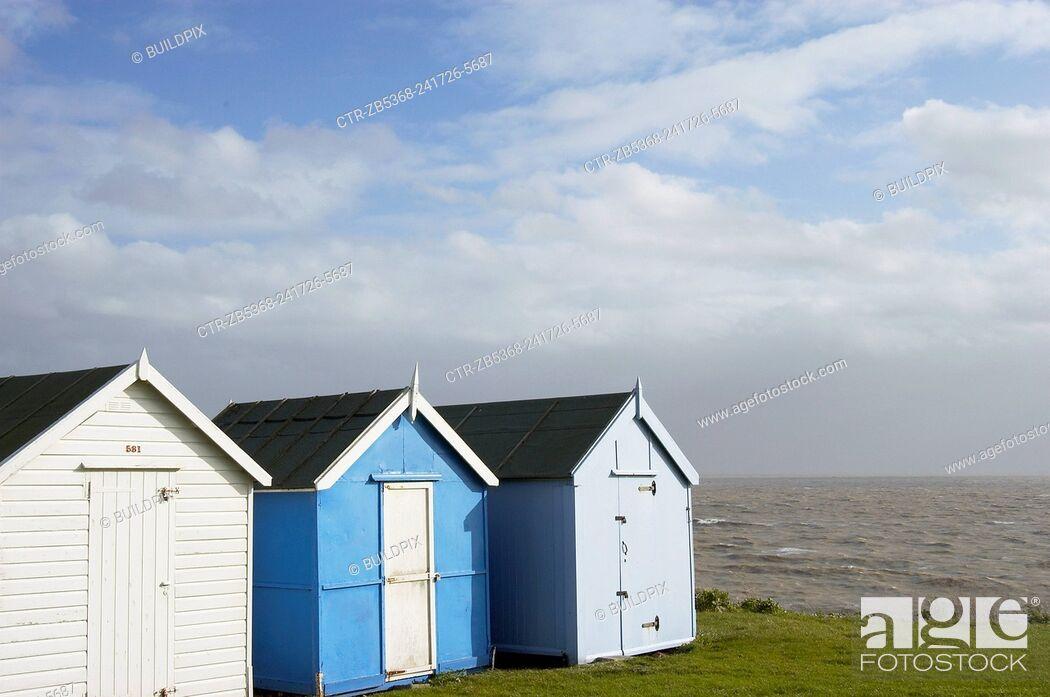 Imagen: Beach huts near Ipswich, Essex. England.