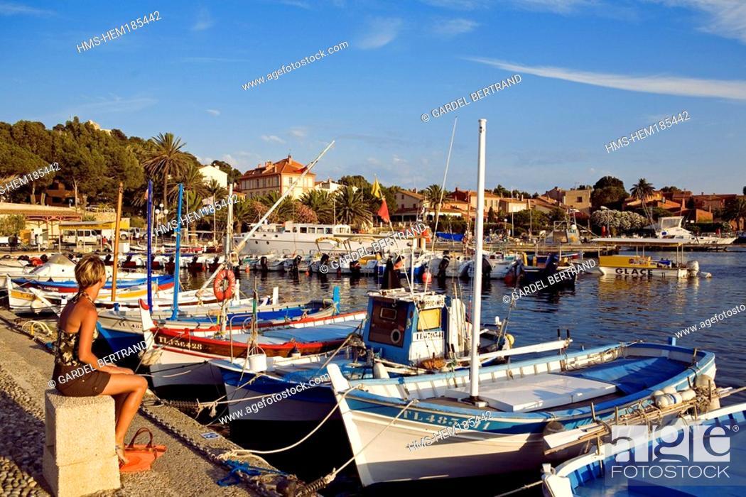 Stock Photo: France, Var, Ile de Porquerolles, village harbour, pointus boats traditional Mediterranean boats.