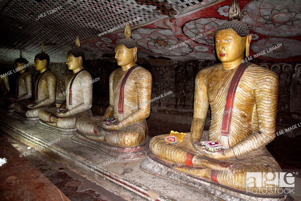 Imagen: Buddha figures, cave temple, Dambulla, Sri Lanka. Dambulla is a World Heritage Site in Sri Lanka, located north of Kandy in Matale district.