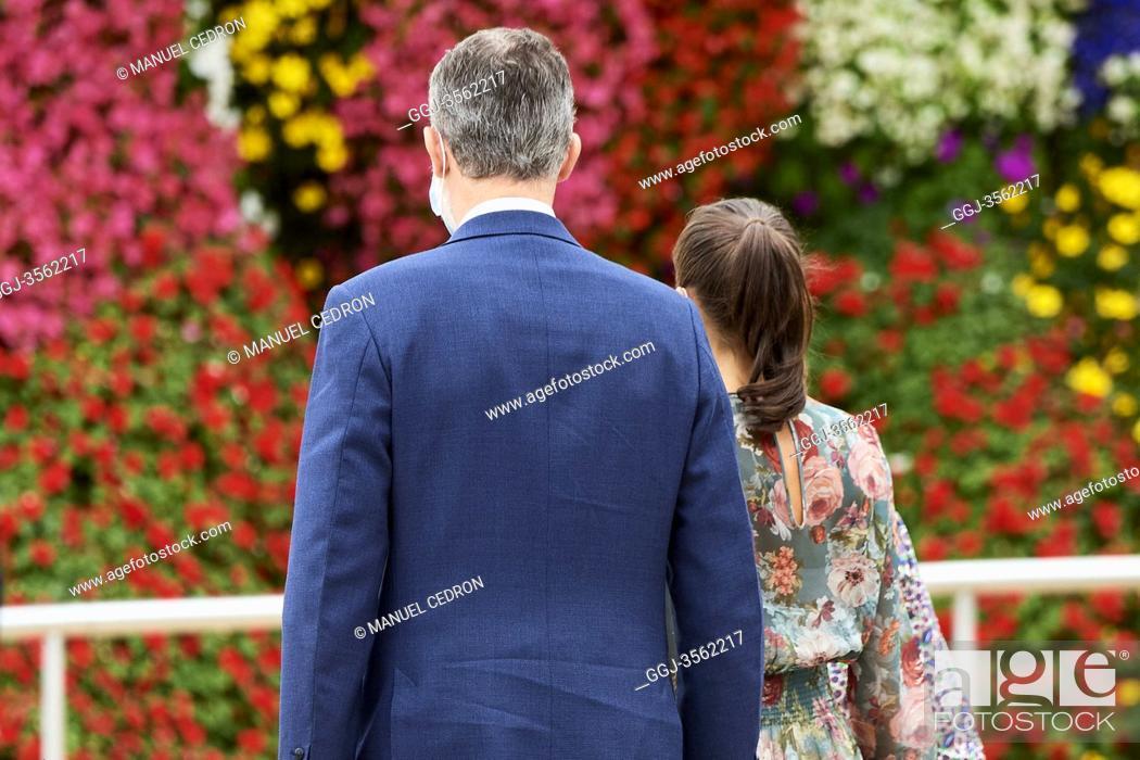 Photo de stock: King Felipe VI of Spain, Queen Letizia of Spain visit Guggenheim Museum, Olafur Eliasson's 'In real life' exhibit on July 17, 2020 in Bilbao, Spain.
