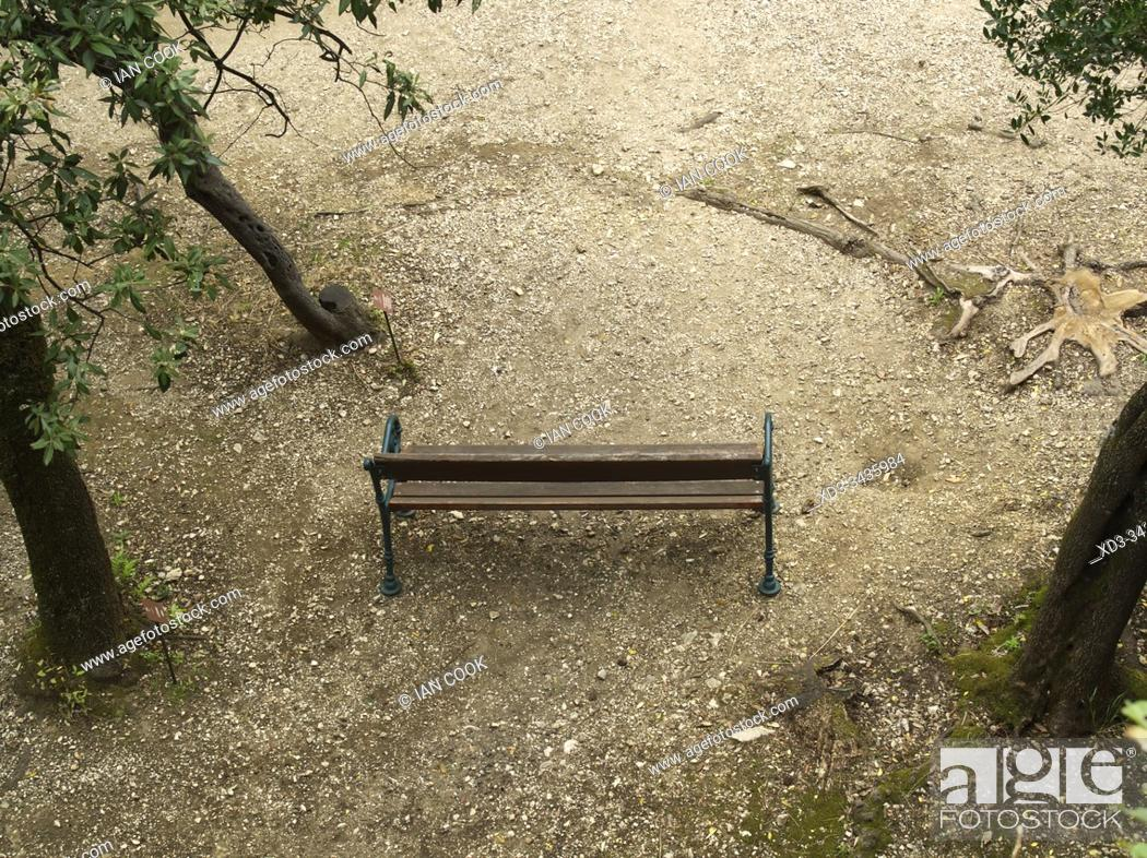 Photo de stock: park bench viewed from above, Villa Gregoriana, Tivoli, Lazio, Italy.