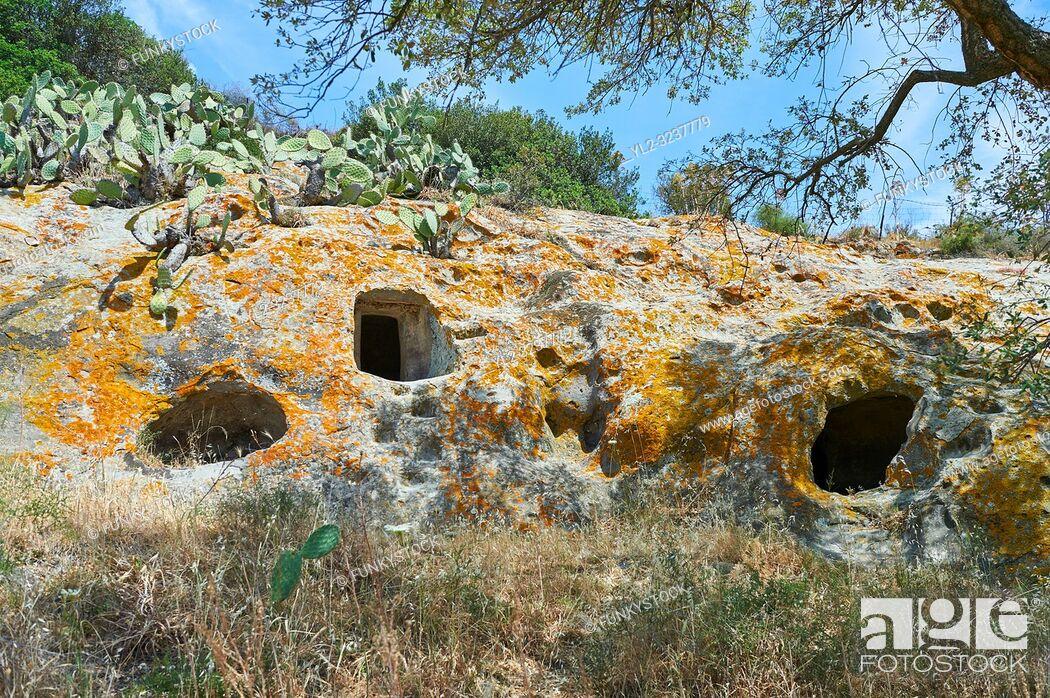 Imagen: Pictures of Copper age Domus de Janas Sas Concas prhistoric chambered rock burial chambers cared into trachyte , Abealzu-Filigosa culture 3000 BC, Oniferi.