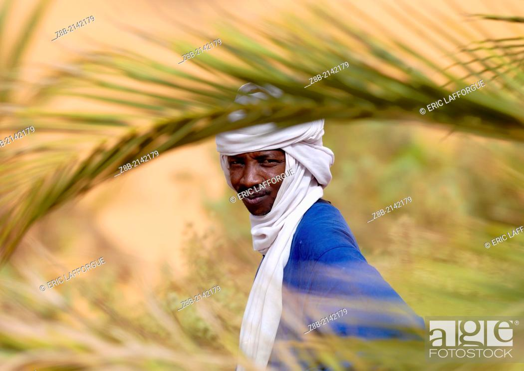 Stock Photo: UMM AL-MAA, LIBYA - NOVEMBER 07: portrait of a tuareg tribesman, oasis um el ma, libyan desert, libya on November 7, 2007 in Umm Al-maa, Libya.